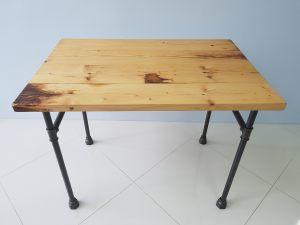 Деревянный стол в стиле steampunk