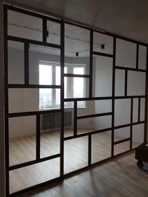 Перегородка с раздвижной дверью