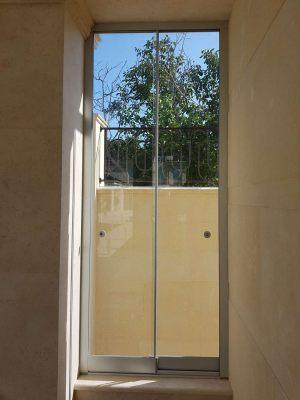 Раздвижные окна в беседке