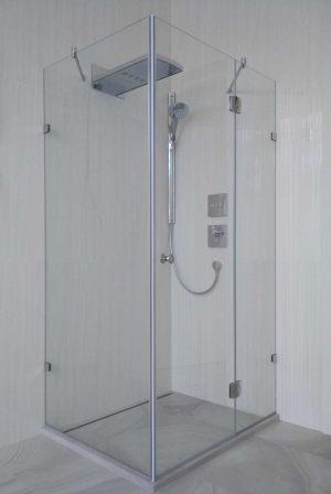 Душевая кабина с распашной дверью