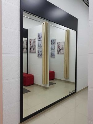 PIERRE CARDIN зеркало в коридоре