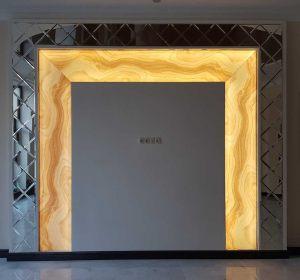 Зеркальный тв портал со стеклом под оникс  и подсветкой